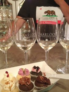 Cupcakes and Wine at Saarloos and Sons (photo by Yvonne Condes)