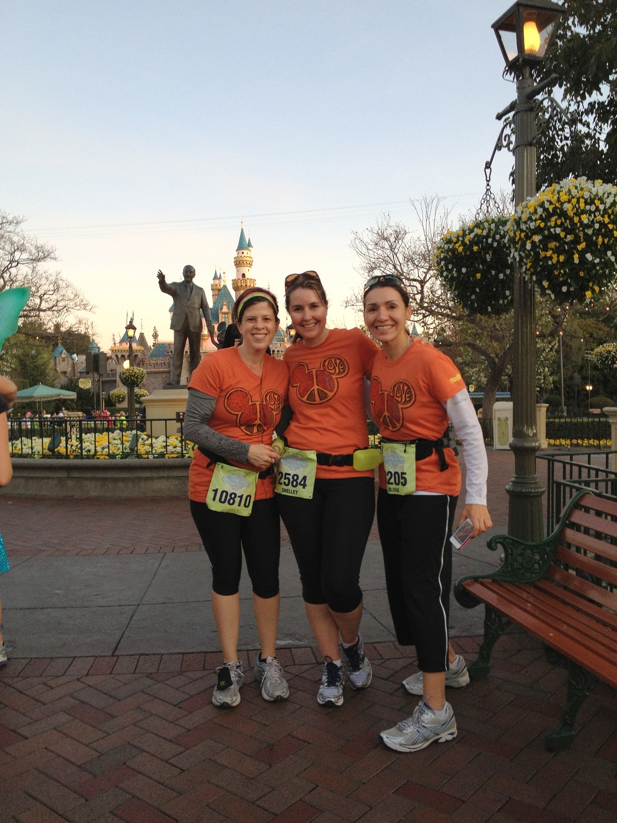 disneyland half marathon all women tinkerbell mom blogger los angeles