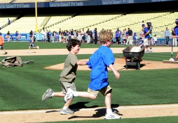 boys running bases (photo by Yvonne Condes)